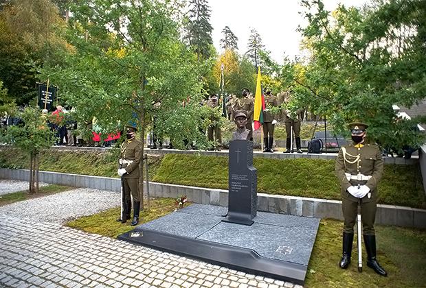Открытие в Вильнюсе памятника командующему литовскими партизанами Адольфасу Раманаускасу в 2020 году