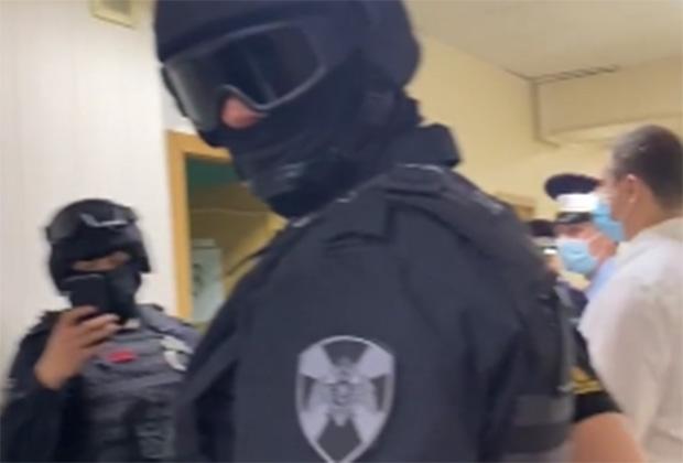 Бойцы ОМОН на задержании Руслана Белоконного