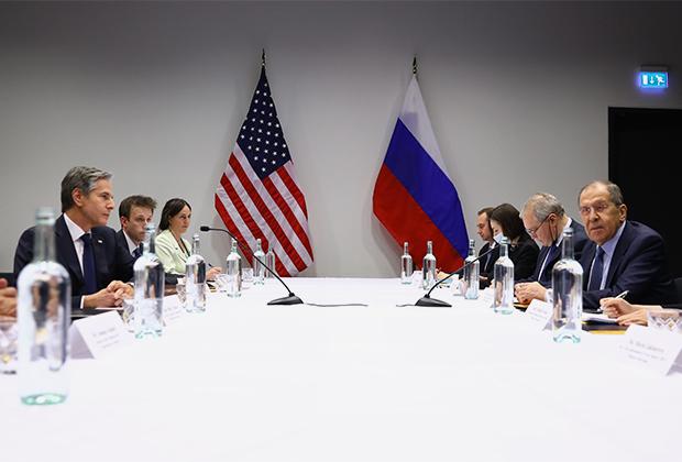 Блинкен и Лавров во время встречи в Рейкьявике