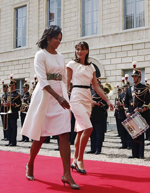 Первая леди США Мишель Обама и Карла Бруни в Каннах, 2009 год