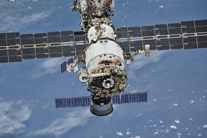 Российский космонавт на МКС отремонтировал проткнутый скрепкой скафандр