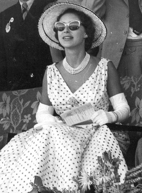 Принцесса Маргарет на встрече с дизайнером Кристианом Диором в 1954 году
