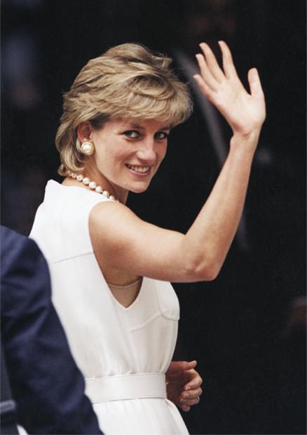 Принцесса Диана в знаменитом «платье мести» на вечеринке журнала Vanity Fair в 1994 году