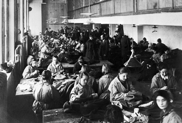 Один из цехов швейной фабрики имени Профинтерна