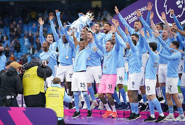 Игроки «Манчестер Сити» празднуют победу в АПЛ