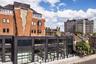 """Одна из самых известных сюрреалистичных работ Чиннека появилась в Лондоне: в 2017 году он решил поразить посетителей офисного комплекса Assembly London зданием с «расколотым» фасадом. На протяжении нескольких месяцев скульптор <a href=""""https://www.dezeen.com/2017/07/31/alex-chinneck-designs-giant-rip-in-brick-facade-london-building-installation/"""" target=""""_blank"""">разрывал</a> листы бумаги, а затем сканировал их, чтобы добиться нужной формы и перенести ее на стену. По задумке, стена должна была напоминать вырванную из книги страницу.<br><br>Найдя идеальный вариант, Чиннек вместе с рабочими, инженерами, сварщиками, строителями и плиточниками приступил к изготовлению десятитонной конструкции высотой 12 метров. Им понабилось четыре тысячи кирпичей и более тысячи стальных составляющих. Объект <a href=""""https://www.theguardian.com/cities/gallery/2017/aug/10/structures-utter-eccentricity-urban-surrealism-alex-chinneck-in-pictures"""" target=""""_blank"""">получил</a> название Six Pins and Half a Dozen Needles, что переводится как «Шесть булавок и полдюжины игл» — комбинация из двух популярных фраз, означающая, что что-то необходимо починить."""