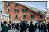 """В 2019 году Чиннек <a href=""""https://www.designboom.com/art/alex-chinneck-world-revealed-zip-facade-milan-design-week-04-08-2019/"""" target=""""_blank"""">представил</a> на неделе дизайна в Милане здание с расстегнутой на фасаде огромной молнией. Проект был разработан для бренда IQOS, специализирующегося на системе нагревания табака. Скульптор в привычной сюрреалистичной манере установил на доме «замок». Застежка разъезжается, и часть 17-метровой стены отворачивается словно ткань, оголяя внутреннее пространство. В темное время дня из помещения льется светло-синий свет. В работе Чиннек <a href=""""https://www.pmi.com/media-center/news/artist-alex-chinneck-unzips-milan"""" target=""""_blank"""">отобразил</a> метафору трансформации и пути в будущее. Он также хотел «раскрыть ткань» исторического миланского здания и переосмыслить то, что скрывается за его стенами."""