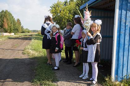 Медведев предложил ввести бесплатный проезд для школьников