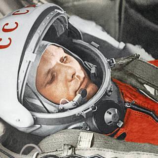Юрий Гагарин в кабине космического корабля «Восток-1» перед стартом, 1961 год
