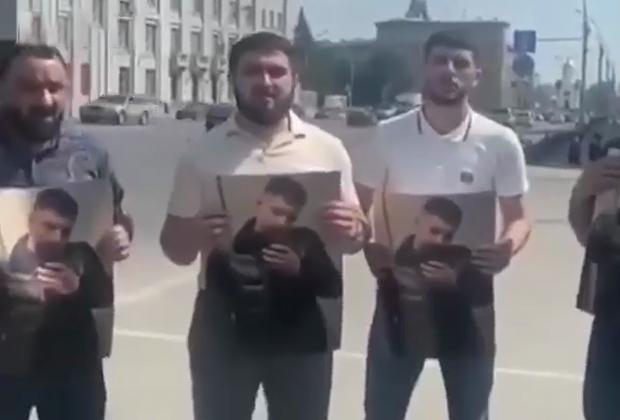 Кадр с акции в Новосибирске в память Векила Абдуллаева