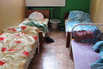 Российских пенсионеров морили голодом и держали в грязи в частном пансионате