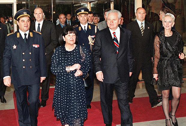 Президент Югославии Слободан Милошевич, его жена Мира и начальник штаба югославской армии генерал Небойша Павкович