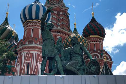 Памятник Минину и Пожарскому обнесли забором
