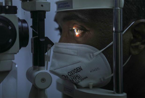 Пациента проверяют на наличие симптомов мукормикоза