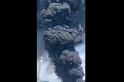 Мощный взрыв назаводе попроизводству поликремния вКитае попал навидео
