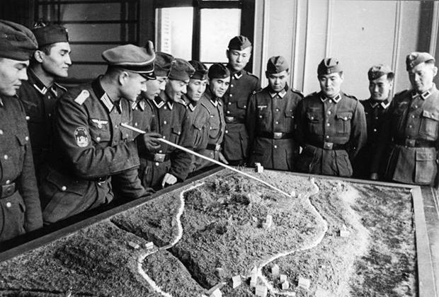 Солдаты Туркестанского легиона в Нормандии, 1943 год