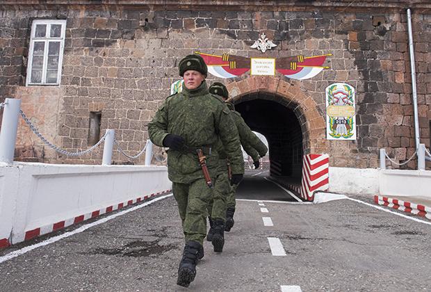 Военнослужащие на территории 102-й российской военной базы Южного военного округа в Гюмри