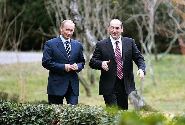 Президенты России и Армении Владимир Путин и Роберт Кочарян (справа) во время встречи в сочинской резиденции «Бочаров ручей», 2007 год