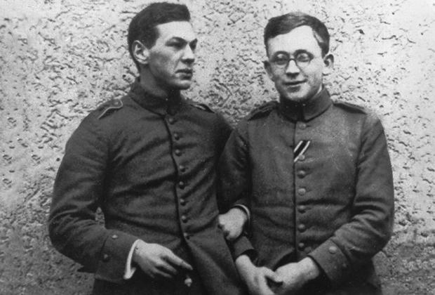 Унтер-офицер рейхсвера Рихард Зорге (слева) в берлинском лазарете. 1915 год