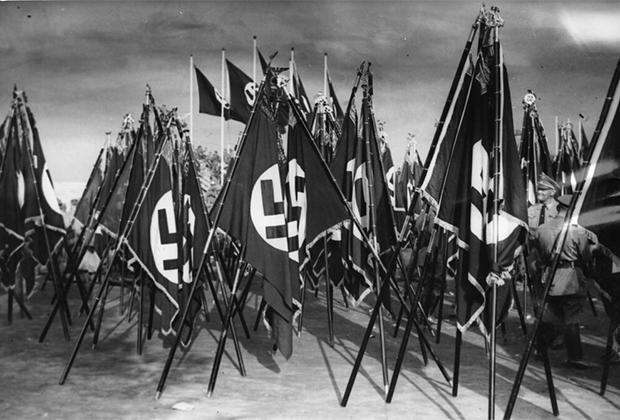 Флаги на собрании фашистов в Нюрнберге, Германия. 13 сентября 1935 года