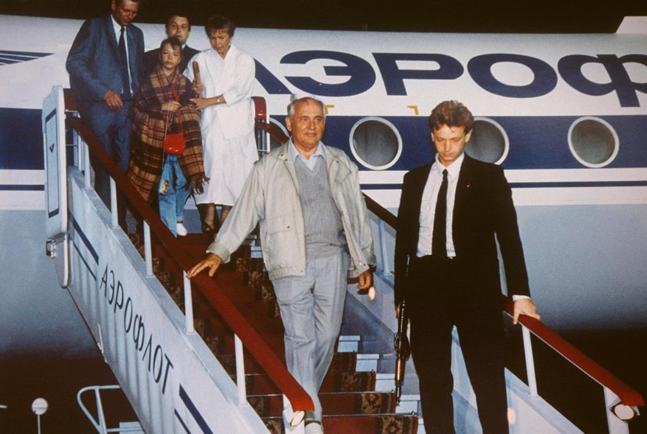 Возвращение Михаила Горбачева в Москву во время выступления ГКЧП