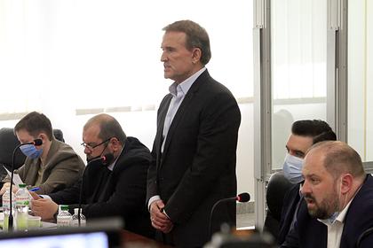 Виктор Медведчук (в центре)