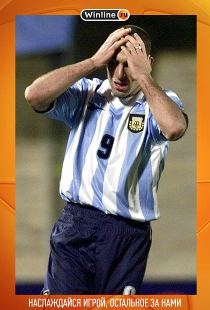 Мартин Палермо после второго незабитого пенальти. Матч Аргентина — Колумбия (Кубок Америки-1999)