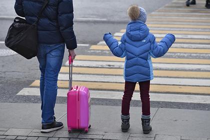 Материнский капитал в России предложили выдавать одиноким отцам
