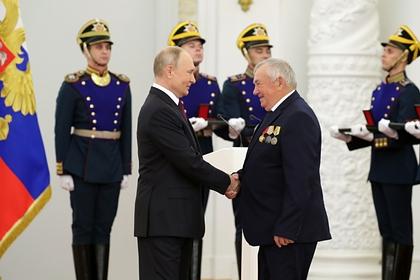 Путин оценил зарплату Героя труда фразой «маловато, честно говоря»