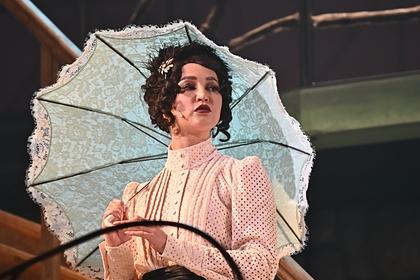 Ольга Бузова на премьере спектакля «Чудесный грузин»
