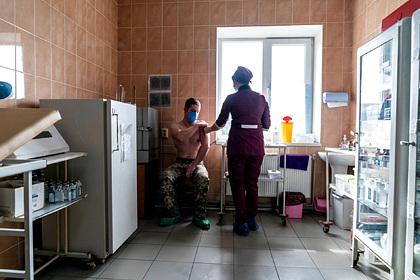 Почти половина украинцев отказалась от вакцинации против коронавируса
