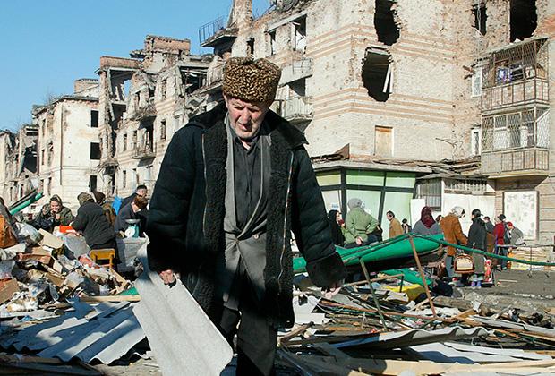 На рынке в центре Грозного, декабрь 2005 года