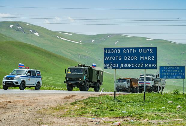 Колонна российской военной техники в армянской провинции Вайоц Дзор движется в Нагорный Карабах, 1июня 2021 года