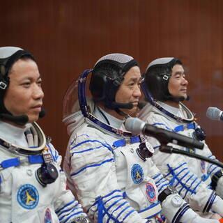 Не Хайшэн, Лю Бомин и Тан Хунбо
