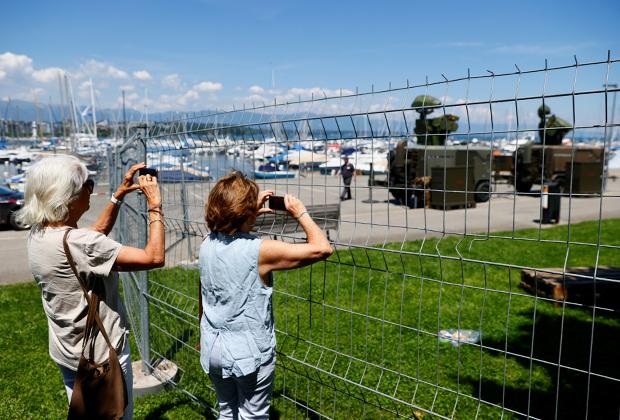 Военные охраняют место проведения саммита в Женеве