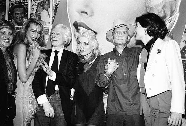 Джерри Холл, Энди Уорхол, Дебби Харри, Трумэн Капоте и Палома Пикассо на вечеринке в Studio 54, 1979 год