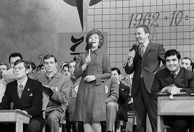 Ведущие клуба веселых и находчивых Светлана Жильцова и Александр Масляков, 1971 год