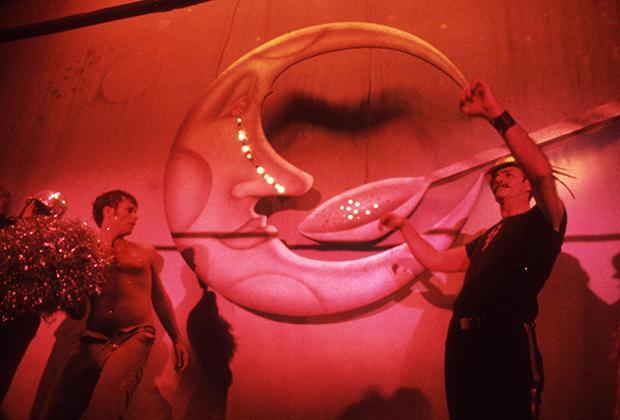 Инсталляция Man in the Moon над танцполом в Studio 54, 1978 год