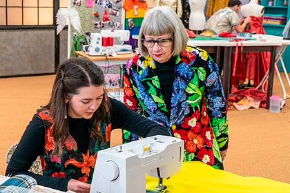 Студентка научилась шить по видео в YouTube и заняла первое место в конкурсе