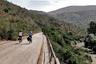 """Испанская велосипедная дорога Via Verde de la Sierra в 36 километров пролегает по нефункционирующим железнодорожным путям от Кадиса до Севильи. Их захотели оборудовать в начале XX века, чтобы <a href=""""https://www.viasverdes.com/itinerarios/itinerario.asp?id=39"""" target=""""_blank"""">упростить</a> транспортировку свеклы и сахара. Однако объект так и не ввели в эксплуатацию. Вскоре министерство окружающей среды решило проложить на участке природную тропу.<br><br>Отправной точкой велодороги считается станция в городе Ольвера. Трасса <a href=""""https://www.andalucia.org/en/routes-via-verde-de-la-sierra"""" target=""""_blank"""">проходит</a> в горах региона Андалусия и разделена на несколько участков — заасфальтированных или покрытых гравием. На трассе встречаются десятки тоннелей и несколько высоких виадуков, с которых открывается вид на местные пейзажи. Для удобства местных жителей на трассе оборудованы парковки, зоны отдыха, обсерватория, рестораны и центр переводов. Дорога также подойдет для пеших прогулок и людей, передвигающихся на колясках."""
