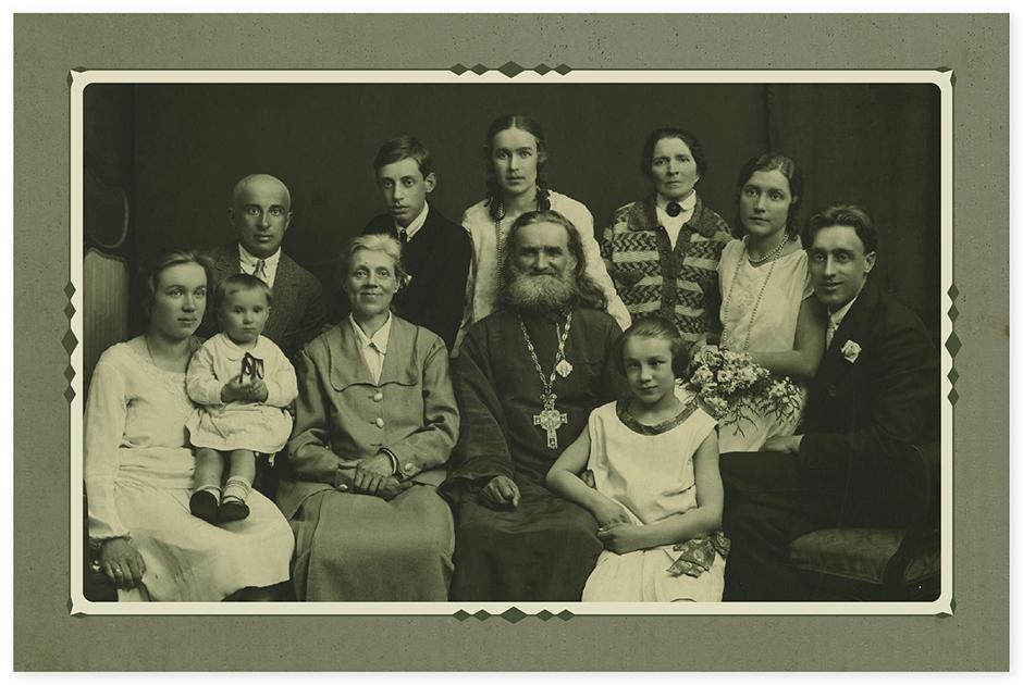 А это общее фото нашей семьи. Сделано в Ленинграде