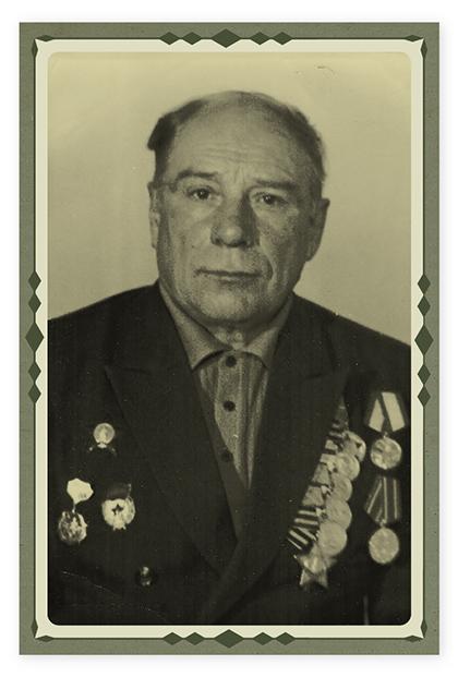 Это наш прадед, звали его Демидов Николай Нестерович. Он командиром отделения связи был