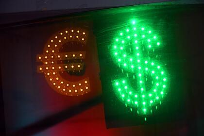 Россияне потеряли интерес к долларам и евро