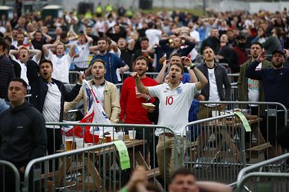 Болельщики в Лондоне освистали вставших на колено футболистов Англии и Шотландии