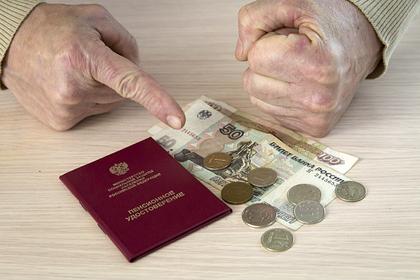 Мошенницы прочитали пенсионерам стихи и украли отложенный на похороны миллион