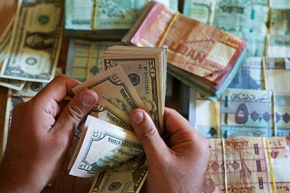 Эксперт объяснил невозможность России отказаться от доллара
