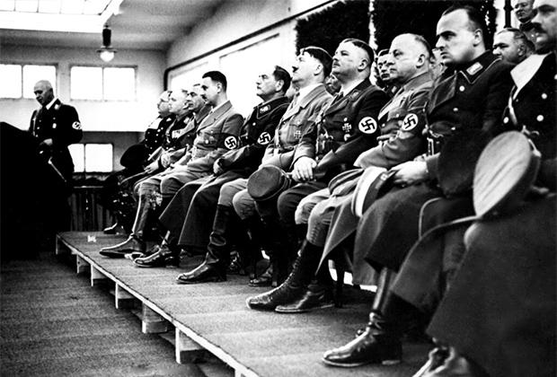 Высшие офицеры Рейха в ставке Гитлера