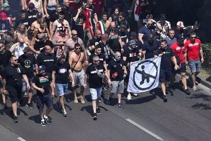 Венгерские фанаты показали баннер против преклонения колена на Евро-2020