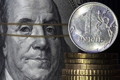 Россиянам посоветовали покупать валюту