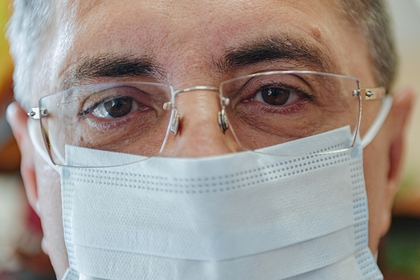 Мясников оценил способность вакцины защитить от разных штаммов коронавируса